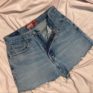 vintage Levi denim shorts 💙